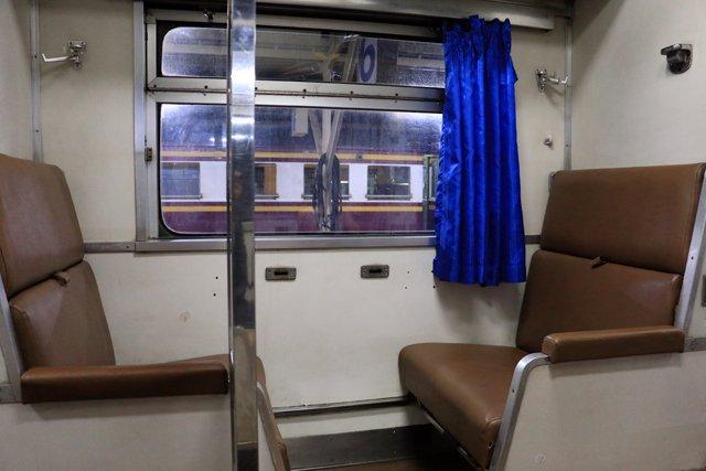 nos places dans le train avant que celles-ci ne soient transformées en couchettes