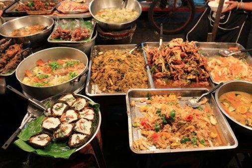 Street food près du marché couvert à Chiangmai