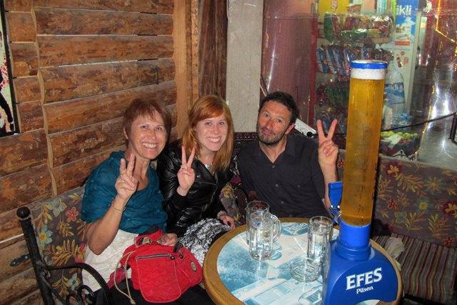 mon dernier soir en Turquie, la dernière bière avec Isabel et Suzana