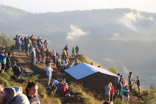 on se sent guère seul au mont Batur :(