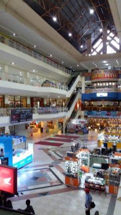 un beau gros centre commercial très moche