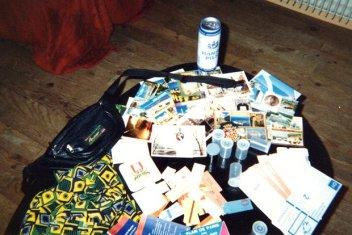 Étalés, sur ma table de salon (de l'époque), tous les souvenirs de ce tour de France (mai 1991)