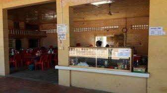 pause déjeuner du bus Phnom Penh -> Battambang