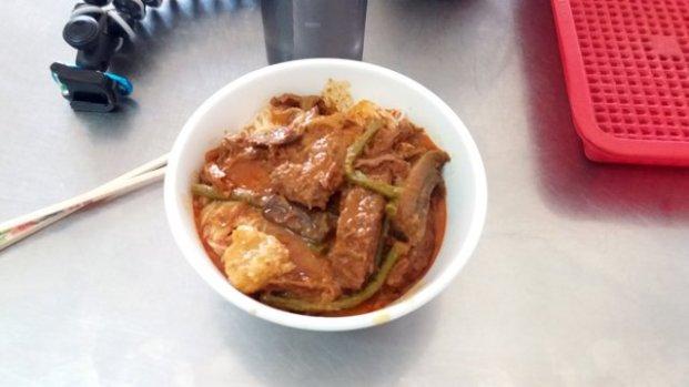 déjeuner végétarien à Battambang