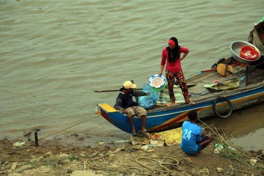sur le fleuve Tonie Sap - L'autre ailleurs au Cambodge