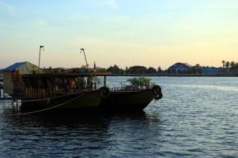 à Kampot la rivière Stung Sanka
