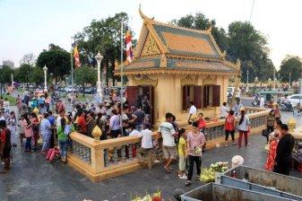 petit temple le long du fleuve