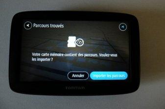 A l'insertion de la mini carte SD, des parcours ont été trouvés (GPS Tomtom) - l'autre ailleurs, une autre idée du voyage