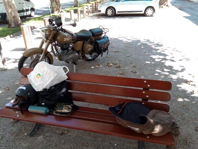 Pause déjeuner (moto road trip) - l'autre ailleurs, une autre idée du voyage