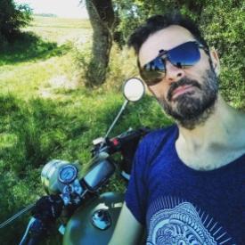 Pose dans la pause (moto road trip)- l'autre ailleurs, une autre idée du voyage