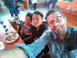déjeuner avec Joël et Danilo (et Blanca et Eva qui ne sont pas sur la photo) - l'autre ailleurs, une autre idée du voyage