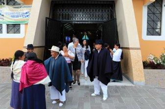 sortie de la messe du mariage de la nièce de Blanca - l'autre ailleurs, une autre idée du voyage