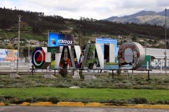 entrée de la ville d'Otavalo - l'autre ailleurs, une autre idée du voyage