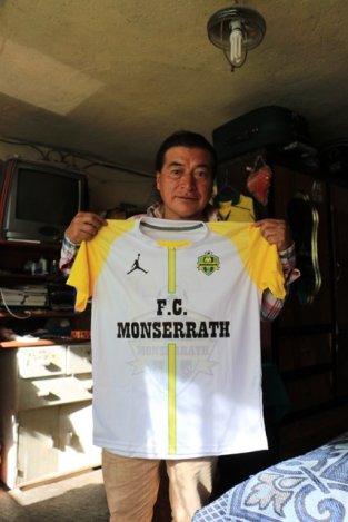 Galo avec un maillot du Monserrath FC d'Otavalo - l'autre ailleurs, une autre idée du voyage