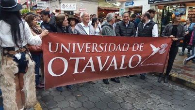défilé dans les rues d'Otavalo - l'autre ailleurs, une autre idée du voyage