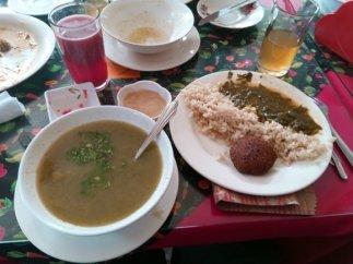 déjeuner végétarien pour 1,33€ restaurant Mana à Popayàn 7 choix à faire dans la liste des plats proposés - l'autre ailleurs en Colombie, une autre idée du voyage