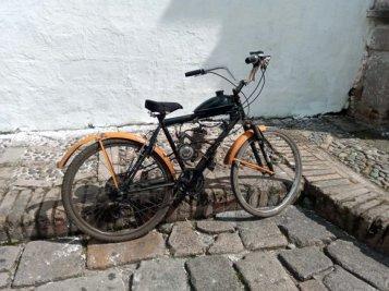 un joli vélo à Popayàn - l'autre ailleurs en Colombie, une autre idée du voyage