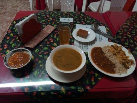 dîner végétarien pour 1,33€ restaurant Mana à Popayàn 7 choix à faire dans la liste des plats proposés - l'autre ailleurs en Colombie, une autre idée du voyage