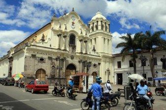 Eglise San Francisco à Popayàn - l'autre ailleurs en Colombie, une autre idée du voyage