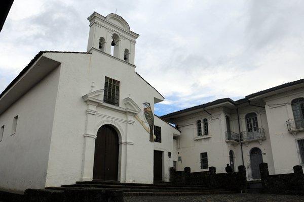 église à Popayàn - l'autre ailleurs en Colombie, une autre idée du voyage