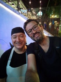 avec Oscar le chef du Ruta Burger, excellent restaurant à Cali - l'autre ailleurs en Colombie, une autre idée du voyage