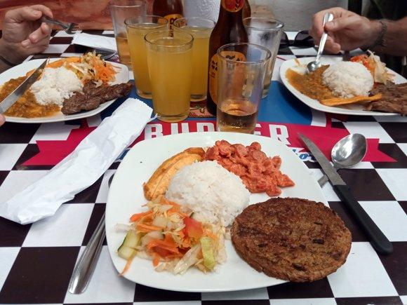 Déjeuner au Ruta Burger à Cali avec Patrick, et Rafaël - l'autre ailleurs en Colombie, une autre idée du voyage