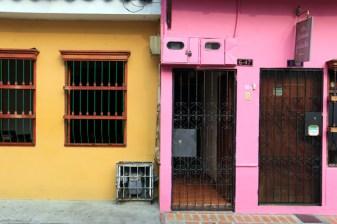 maisons colorées dans le quartier San Antonio Cali - l'autre ailleurs en Colombie, une autre idée du voyage