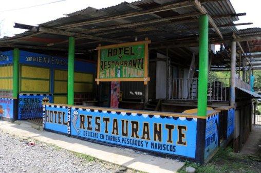 un des nombreux restaurants dans la réserve naturelle de San Cipriano à 100 Km de Cali en Colombie - l'autre ailleurs en Colombie, une autre idée du voyage