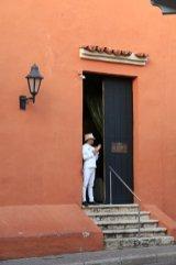 le majordome à Carthagène des Indes - l'autre ailleurs en Colombie, une autre idée du voyage