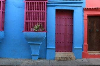 jolies maisons colorées à Carthagène des Indes - l'autre ailleurs en Colombie, une autre idée du voyage