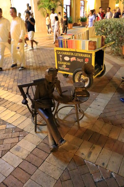 statue de fer à Carthagène des Indes - l'autre ailleurs en Colombie, une autre idée du voyage
