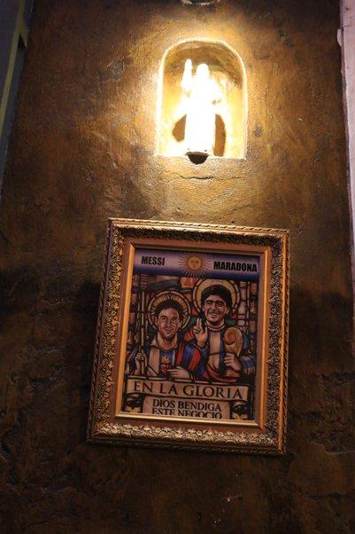 façade plein d'humour d'un restaurant à Carthagène des Indes - l'autre ailleurs en Colombie, une autre idée du voyage