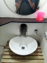 salle de bain de ma chambre à Medellín - l'autre ailleurs en Colombie, une autre idée du voyage
