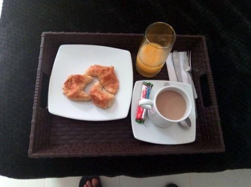 petit déjeuner dans mon hôtel à Medellín - l'autre ailleurs en Colombie, une autre idée du voyage