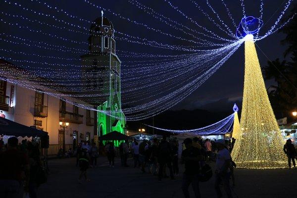 la nuit, place Simon Bolivar à Salento - l'autre ailleurs en Colombie, une autre idée du voyage