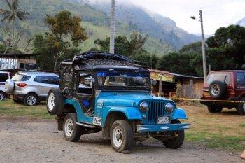 le jeep qui emmène les randonneurs depuis Salento vers le départ de la ballade dans les palmiers de cire et la maison des colibris dans la vallée de Cocora - l'autre ailleurs en Colombie, une autre idée du voyage
