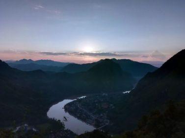 vue sur la ville de Nong Khiaw - l'autre ailleurs, une autre idée du voyage