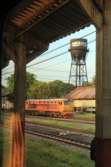 depuis le train Chiang Mai - Bangkok de nuit avant de passer en mode couchette - l'autre ailleurs, une autre idée du voyage