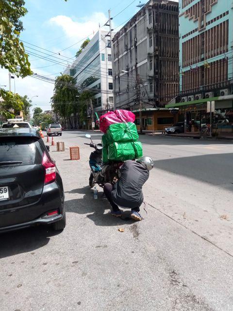 un peu chargé, non ? à Bangkok - l'autre ailleurs, une autre idée du voyage