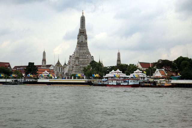 le temple Wat Arun Ratchawararam Ratchawaramahawihan à Bangkok - l'autre ailleurs, une autre idée du voyage