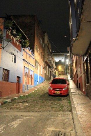 quartier de la Candelaria, rue de mon hôtel (Tadaima Hostel Bogota) à Bogotá - l'autre ailleurs en Colombie, une autre idée du voyage