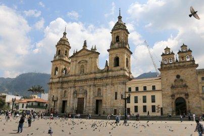 place Simon Bolivar à Bogotá - l'autre ailleurs en Colombie, une autre idée du voyage