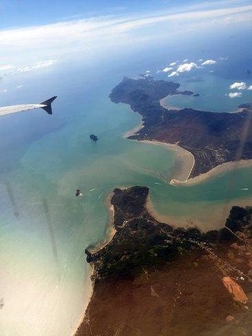 Depuis le hublot, la vue sur Phuket que je quitte - l'autre ailleurs au Myanmar (Birmanie) et Thaïlande, une autre idée du voyage