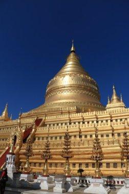dans un des 2000 temples et pagodes de Bagan - l'autre ailleurs au Myanmar (Birmanie) et Thaïlande, une autre idée du voyage