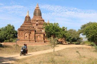 Un des 2000 temples et pagodes de Bagan - l'autre ailleurs au Myanmar (Birmanie) et Thaïlande, une autre idée du voyage