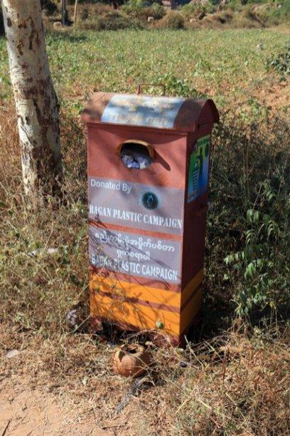 poubelle pour récupérer le plastique, il y a du boulot !!!! (Bagan) - l'autre ailleurs au Myanmar (Birmanie) et Thaïlande, une autre idée du voyage