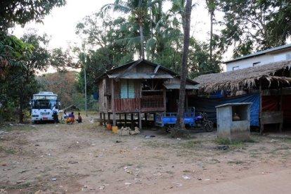 maisons de la petite ville de Kin Pun - l'autre ailleurs au Myanmar (Birmanie) et Thaïlande, une autre idée du voyage