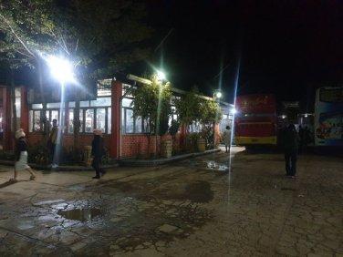 pause dîner du bus de nuit depuis Nyaung Shwe vers Kin Pun via Pegou (Bago) - l'autre ailleurs au Myanmar (Birmanie) et Thaïlande, une autre idée du voyage