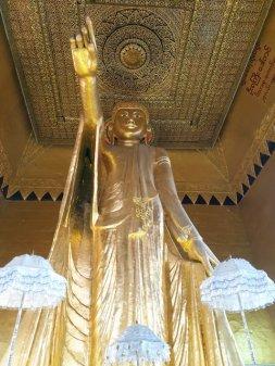 Bouddha en montant sur Mandalay Hill - l'autre ailleurs au Myanmar (Birmanie) et Thaïlande, une autre idée du voyage