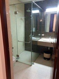 toilettes, douche de ma chambre dans l'hôtel Golden Pier City à Colomb - l'autre ailleurs au Sri-Lanka, une autre idée du voyage